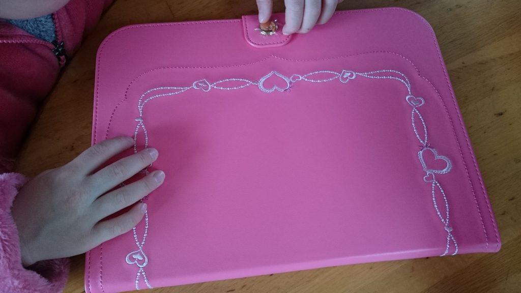 セイバン製タブレットカバーのピンク色バージョン